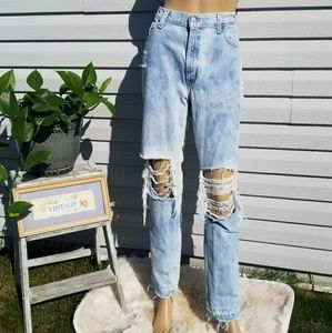 Vintage Levi's 550 high rise distressed raw hem